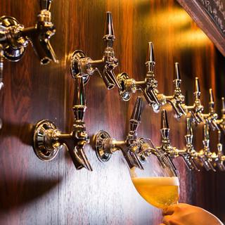 個性が光る自慢の【クラフトビール】が、常時20種類以上!