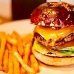 ソウルダイナー - 料理写真:美味しくてボリューム満点のハンバーガ―