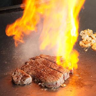 目の前で本格ステーキを