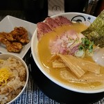 麺処 蛇の目屋 大文字 - 鶏白湯ラーメン特製盛り+鶏炊き込みご飯セット