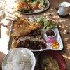 ペニーレーン - 料理写真:ぶたロースシャリアピン&プレートからはみ出したAJIフライとペニーレーンバーガー