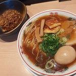 京紫灯花繚乱 - 中華そば(800円)+味玉(クーポン)+半焼飯(クーポン)