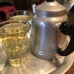 82039230 - お茶はポットで提供されます