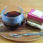 フランス菓子 嬉遊曲 - 甘酸っぱいカシスとバニラのバランスが良いです♪