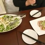 錦糸町 肉バル U29(ユニーク) - サラダと鴨スモーク