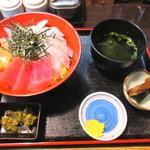 魚勢 - 5色丼(大) 1047円