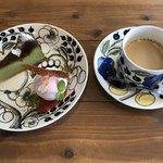 82044618 - 宇治抹茶と桜のガトーフロマージュ、カフェオレ
