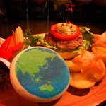 PLANET BAR 星蔵 - 地球マフィンバーガーコンボ!太陽の恵みのトマトと大地の恵みのアボカド☆地球をガブっと食べちゃいます!
