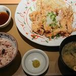 やよい軒 - 料理写真:鶏もも一枚揚げ定食(おろしぽん酢) 890円