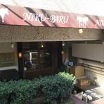 肉バル SHOUTAIAN - 角ビルを少し下る半地下的なロケーションの落ち着いた店1