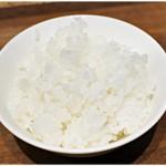 四条富小路 麺屋虎杖 - 麺類を頼むとライスは無料で付けられます。