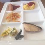 スーパーホテル - 料理写真:盛り付けがイマイチですが(°▽°)