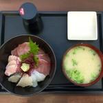 志摩の海鮮丼屋 - 【~究極の地産地消~ 糸島海鮮丼(中・850円)】