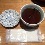 日本橋 天丼 金子半之助 - 黒豆茶はセルフ!