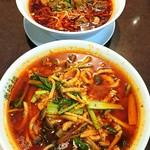 82061091 - 手前 麻辣湯麺・奥 干腩牛肉麺