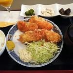 82061363 - カキフライ定食