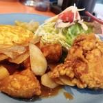 揚子江 - メインディッシュ…鶏唐揚げ+酢豚+かに玉+サラダ+ザーツァイ。見よ!! このボリューム!!