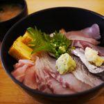 82065842 - 地魚海鮮丼1,180円