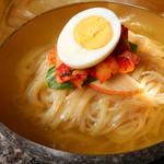 焼肉工房 團 - 韓国冷麺 時間をかけてじっくり作ったオリジナルスープはコラーゲンたっぷり♪人気商品のため売り切れになる場合がございます。