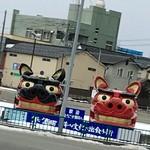 ニューデイズキオスク - 駅を出てみると酒田獅子がお出迎え!