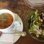 82068559 - スープとサラダです