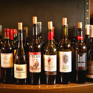 樽出しスパークリングと世界各国の50種類以上のワイン