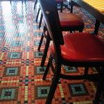 BISTRO L'Assiette - 床が可愛いんです。
