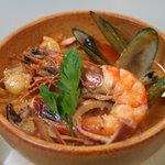 レストラン ベリンバウ - ココナッツミルクとトマトソースがとても合う魚介類の煮物
