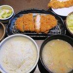 かつはな亭 - 料理写真:麦豚上ロースかつランチ(150g)+一品海老フライ