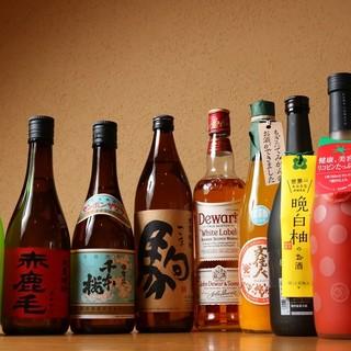 ビールは「赤星」、日本酒、果実酒がそろう