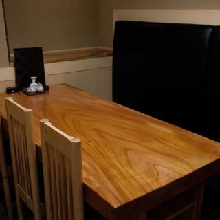【テーブル席】和のテイストを大切にしたあたたかみのある大人の空間