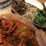 焼肉 福 - キムチの盛り合わせとナムルの盛り合わせ