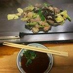 ホルモン料理専門處 利根屋 - おまかせホルモンミックス(ホルモン・せんまい・ヤサキ)+野菜