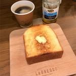 レブレッソ - 厚切りトーストとアメリカーノ
