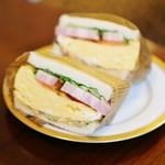 82081861 - 厚焼き玉子とベーコンのサンドイッチ