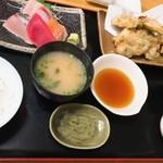 魚や 翻車魚丸 - 刺身盛と広島カキ天ぷら