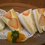 ラ・クンチーナ - 本日のフルーツサンドの「旬果実 宮崎さがほのか」を注文しました(500円)。