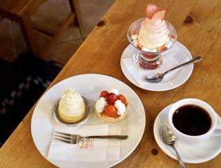 オークウッド - ケーキセットはないのですが、ケーキはどれも良心的な価格なのでいいかな〜。