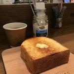 レブレッソ - コーヒー待ってるうちに冷めてしまった厚切りトースト
