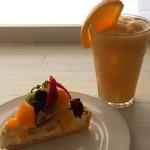 フルーツショップ青森屋 - ラフランスのジュースとタルト
