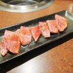 焼肉レストラン 鶴松 - 神戸牛カルビ。1800円+税