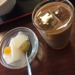 中華料理 旺華楼 - デザート時にアイスコーヒーかホットジャスミン茶が出ます。