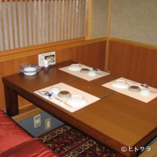 掘りごたつ式テーブル席