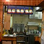 六本木らーめん 東京食品 まる彦 - 清潔な厨房