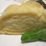 梅の花 - 白身魚のすり身を包んだ湯葉巻きはふわふわ~。