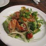 美麗酒場 couta - 最初の料理は鮮魚のカルパッチョ800円です。