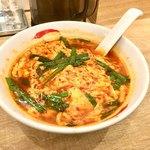 辛麺屋一輪 - 「辛麺」は、ニンニク入りの醤油スープに唐辛子と溶き卵をたっぷり加えた宮崎発祥のご当地グルメ。