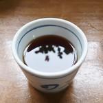 釜あげうどん 長田 in 香の香 - つけ出汁は香りの良いイリコの風味がバッチリ!
