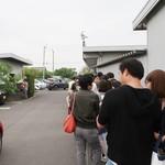 釜あげうどん 長田 in 香の香 - この直線を曲がると入口付近になります!