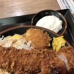 豚屋とん一 - 熟成とんかつデラックス(とんかつ・エビフライ・玉子フライ)ご飯大盛